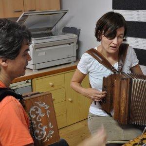 """Franzi und Alexandra beim Seminar """"Hirtion und Yoga"""""""